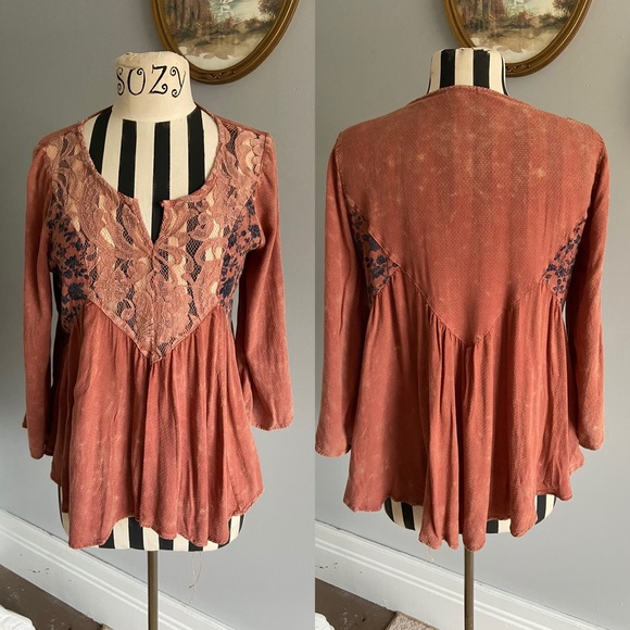 Gimmicks burnt orange lace blouse